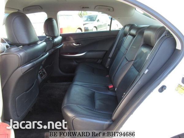 Toyota Crown 4,6L 2012-10