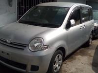 Toyota Sienta 2,0L 2013