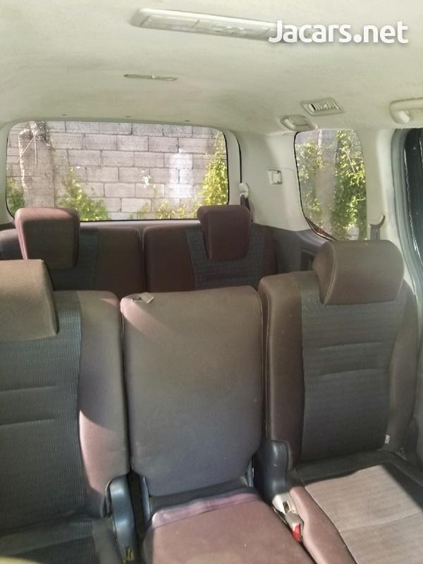 Toyota Voxy 2,7L 2010-5