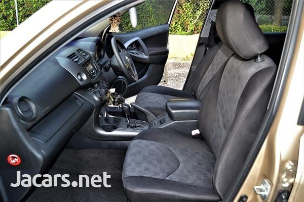 Toyota RAV4 2,1L 2011-7