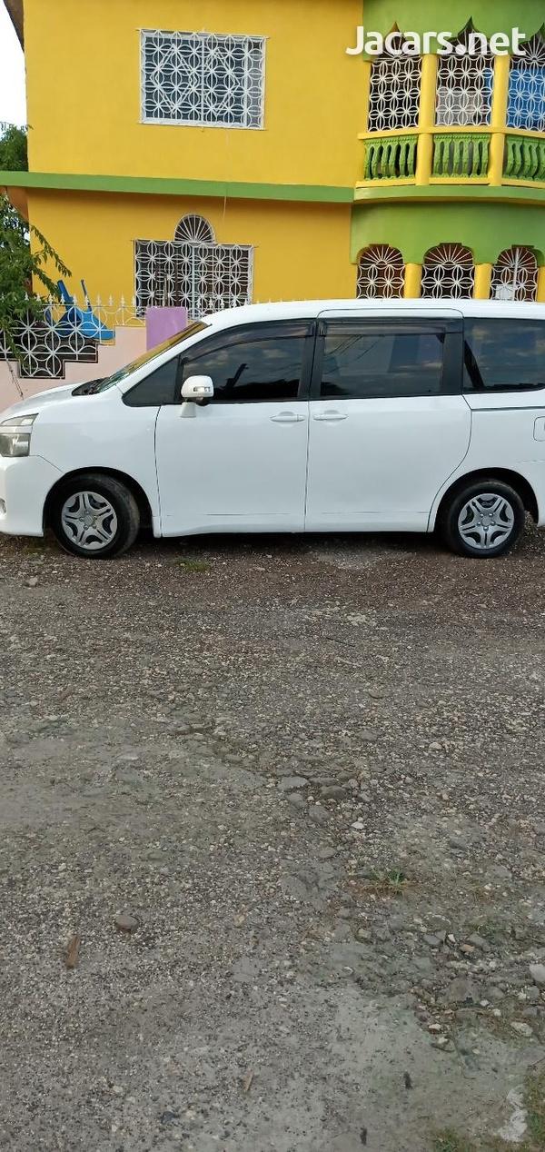 Toyota Voxy 1,5L 2011-3
