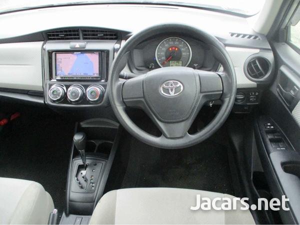 Toyota Axio 1,5L 2014-4