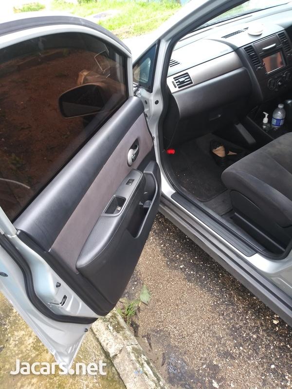 Nissan Tiida 1,5L 2011-4