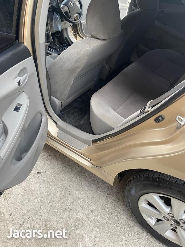 Toyota Corolla XLi 2,1L 2014-6