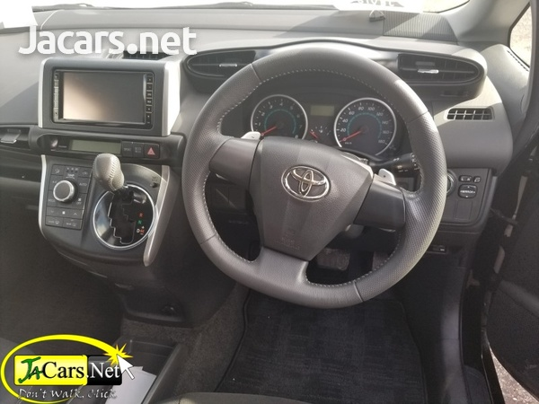 Toyota Wish 2,0L 2010-8