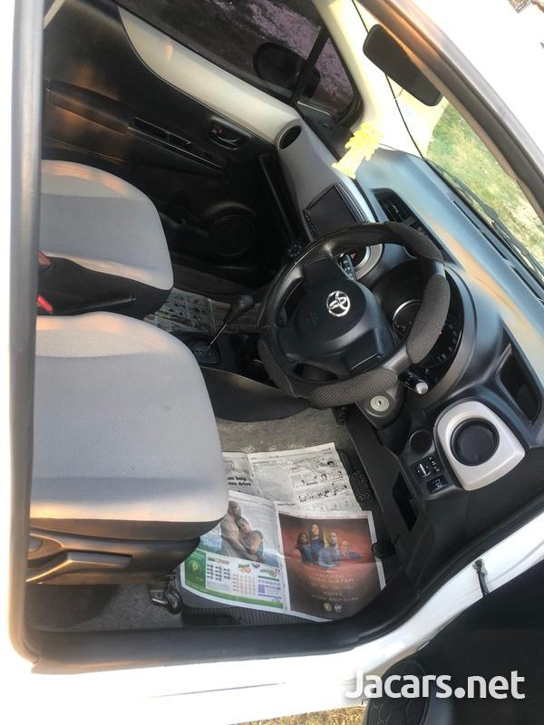 Toyota Vitz 1,3L 2012-7