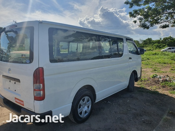 Toyota Haice Bus 2,0L 2013-5