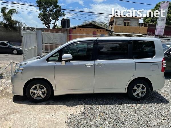 Toyota Noah 2,0L 2012-7