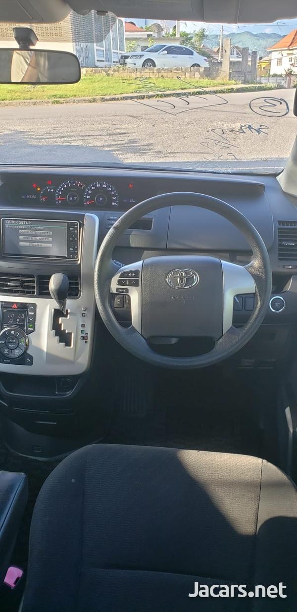 Toyota Noah 1,8L 2012-10