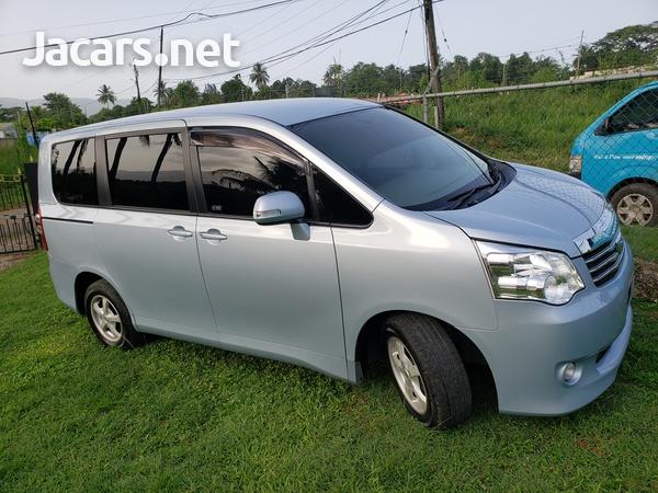 Toyota Noah 2,0L 2010-7