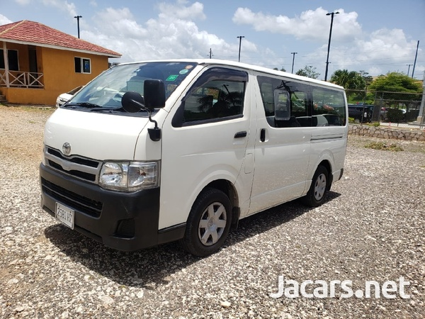 Toyota Hiace 2012-3