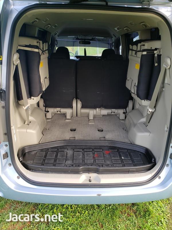 Toyota Noah 2,0L 2010-4