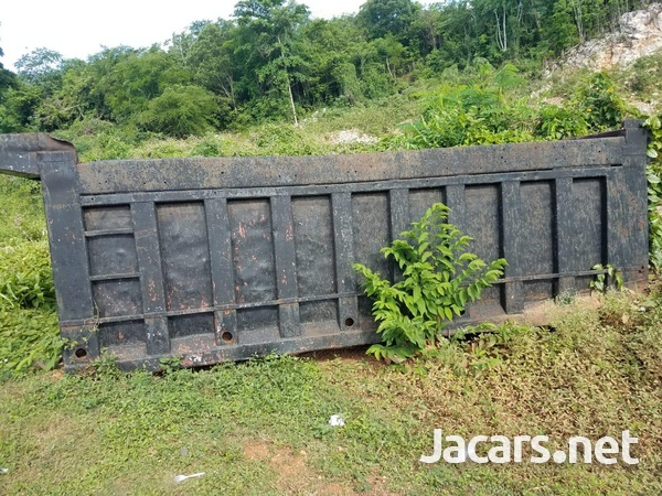 truck body and 1993 Volvo truck in good condition-1