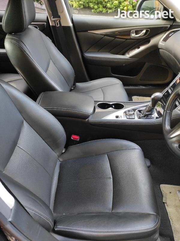 Nissan Skyline 3,5L 2014-6