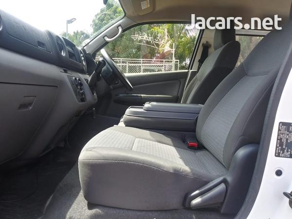 Nissan Caravan 2,0L 2015-8
