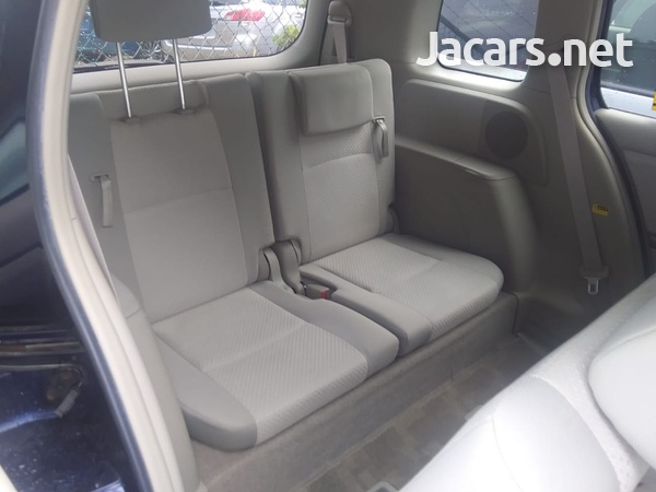 Toyota Isis 2,0L 2009-5