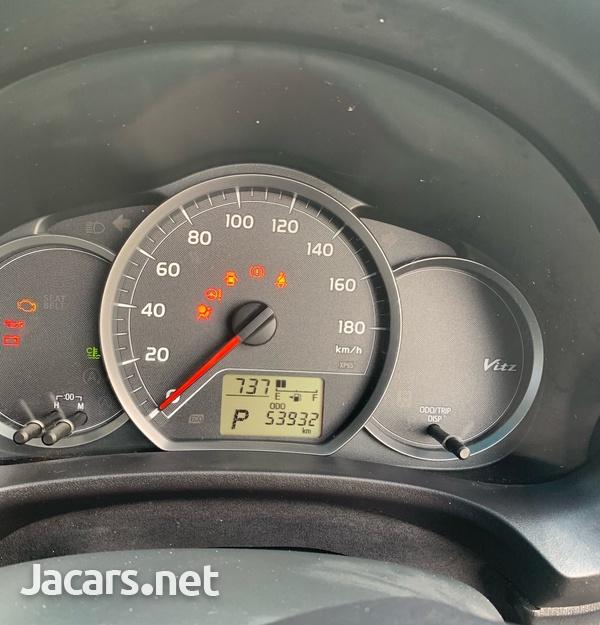 Toyota Vitz 1,0L 2013-1