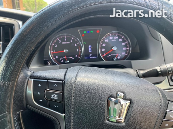 Toyota Crown 2,5L 2015-6