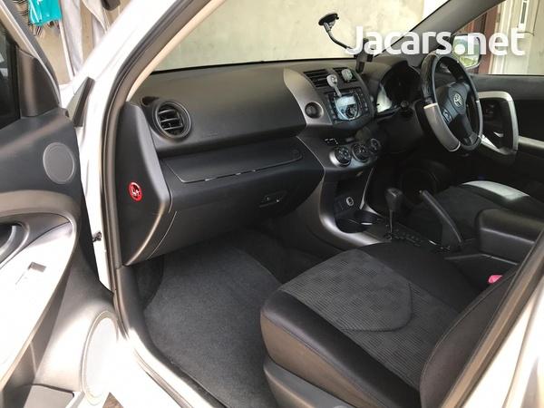 Toyota RAV4 2,0L 2012-4