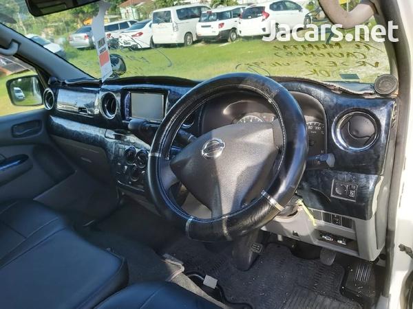 White 2013 Nissan Caravan-8