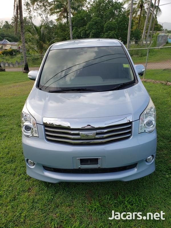 Toyota Noah 2,0L 2010-6