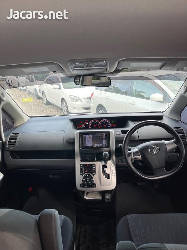 Toyota Noah 2,0L 2011-6