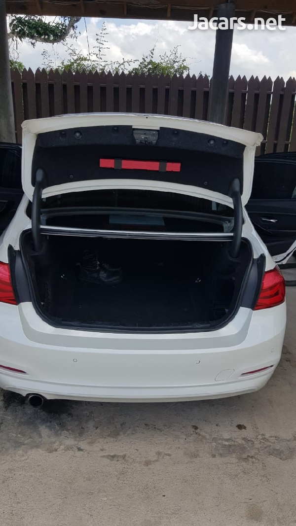 BMW 3-Series 2,0L 2017-3