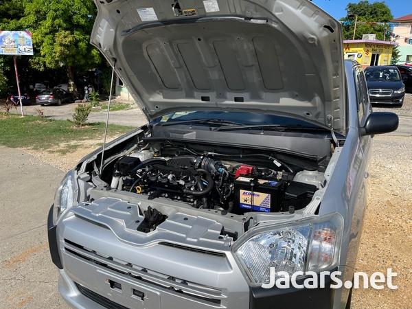 Toyota Probox 1,3L 2018-9