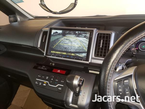 Honda Stepwgn Spada 2,0L 2013-8