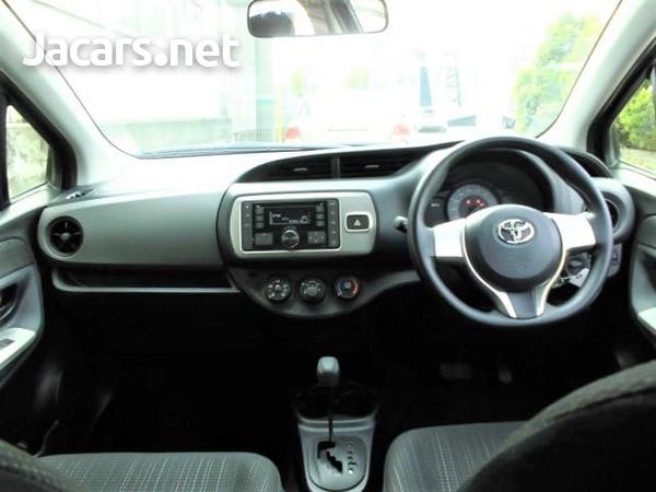 Toyota Vitz 1,0L 2015-7