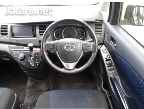 Toyota Isis 1,8L 2016-10