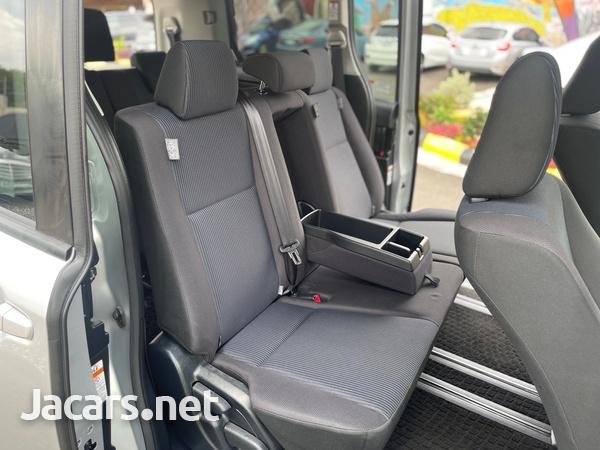 Toyota Voxy 2,0L 2016-12