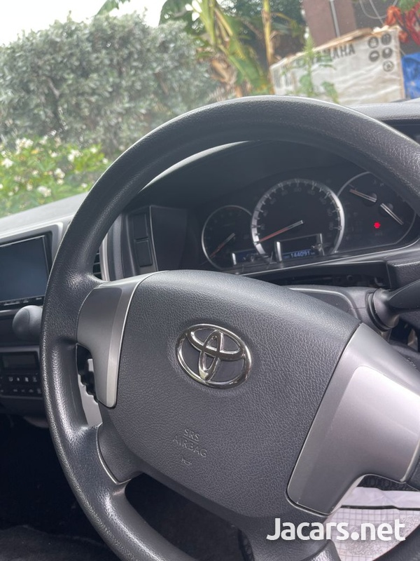 Toyota Hiace 3,0L 2015-8