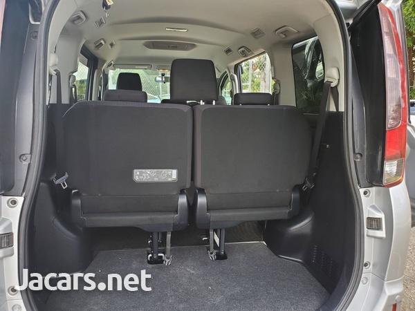 Toyota Noah 2,0L 2016-9