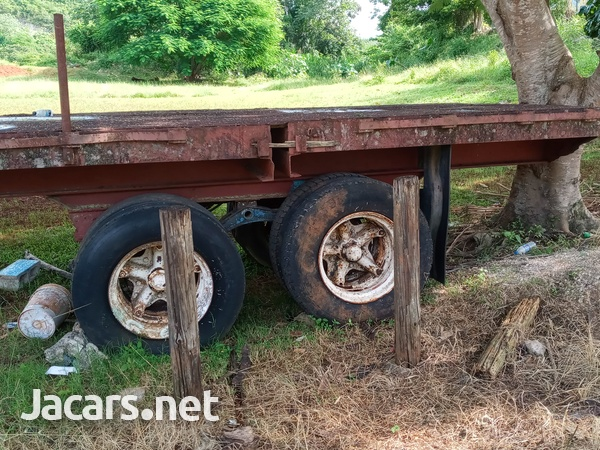 Trailer head and flatbed-13