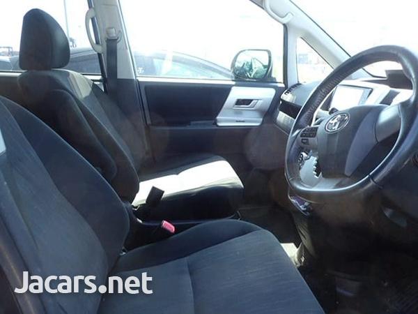 Toyota Voxy 2,0L 2010-8