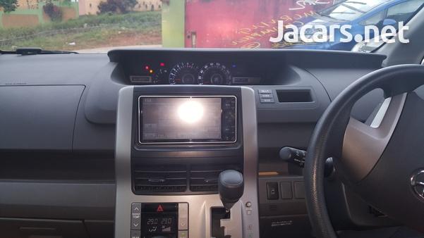 Toyota Voxy 1,8L 2010-4