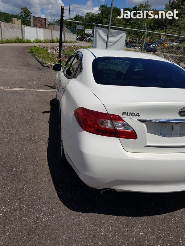 Nissan Fuga 3,5L 2013-8