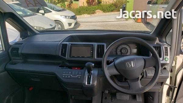 Honda Stepwgn 2,0L 2011-9