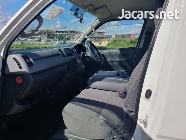 Toyota Haice Bus 2,0L 2013-6