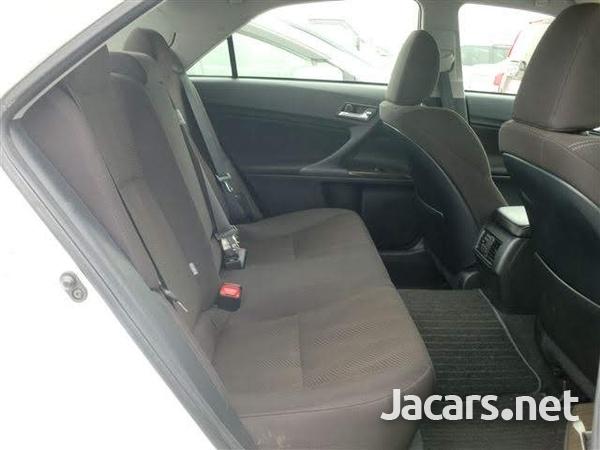 Toyota Mark X 1,8L 2013-4