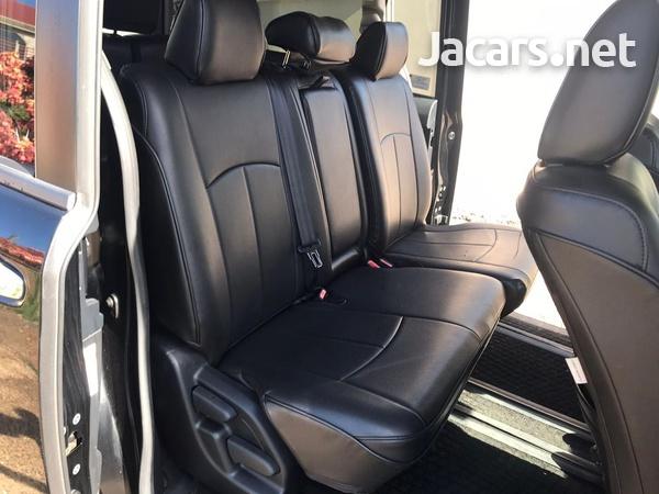 Toyota Voxy 2,0L 2016-15