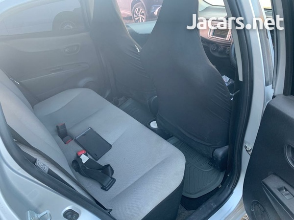 Toyota Vitz 1,0L 2011-4