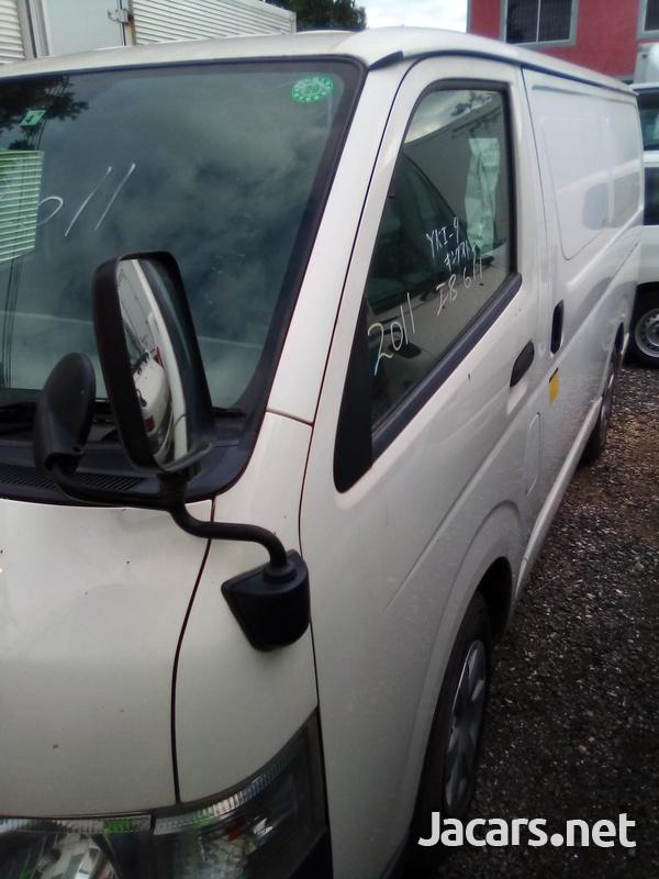 Toyota Regius Bus 2011-4