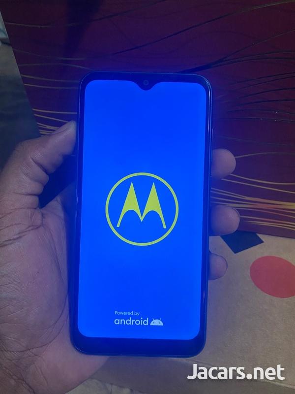 Motorola Moto e2020-1
