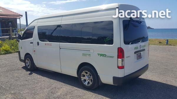 Toyota Hiace Bus-4
