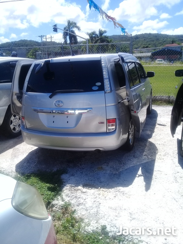 Toyota Isis 1,8L 2011-6