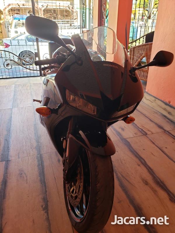 2015 Honda 600cc Bike-7