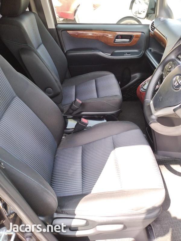 Toyota Voxy 2,0L 2014-8