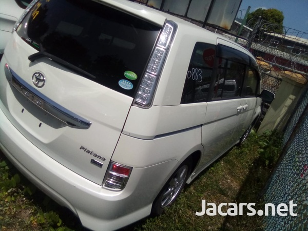 Toyota Isis 2,0L 2013-7